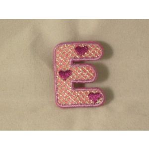 Flockletters kind roze letter E